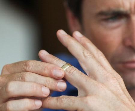 Кольцо у мужа