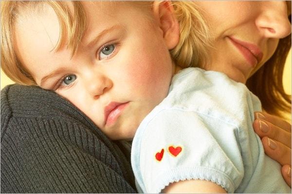Ребенок на плече