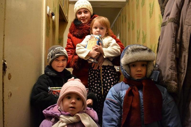 Семья в коридоре