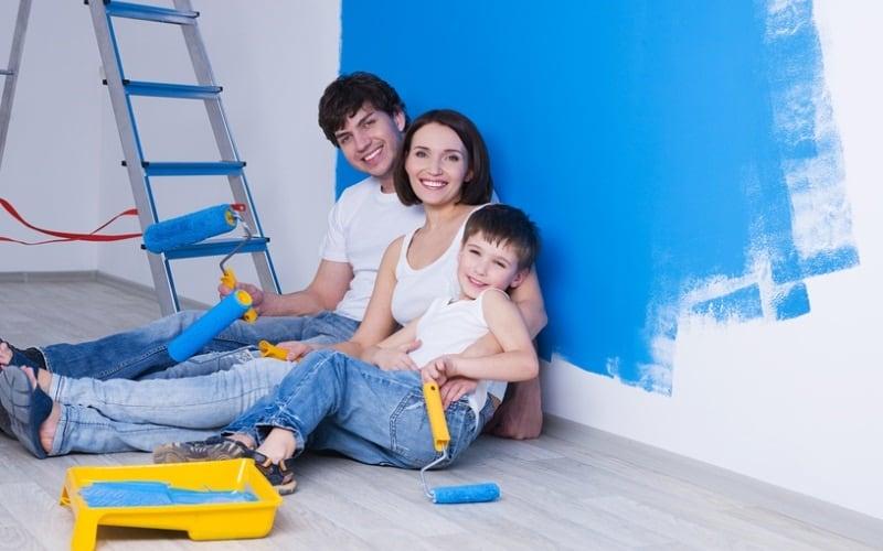 Семья при ремонте