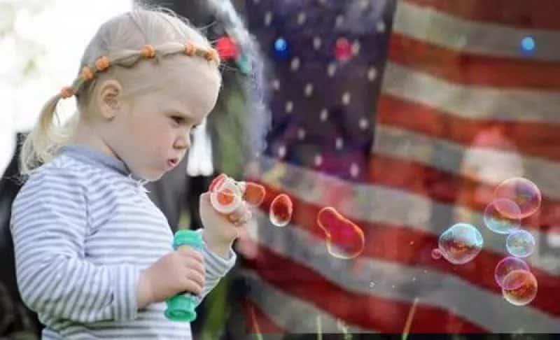 Мыльные пузыри и ребенок