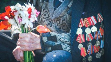 Ветеран с цветами