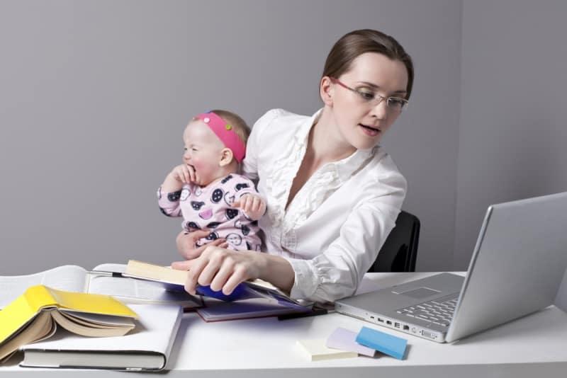 С ребенком на работе