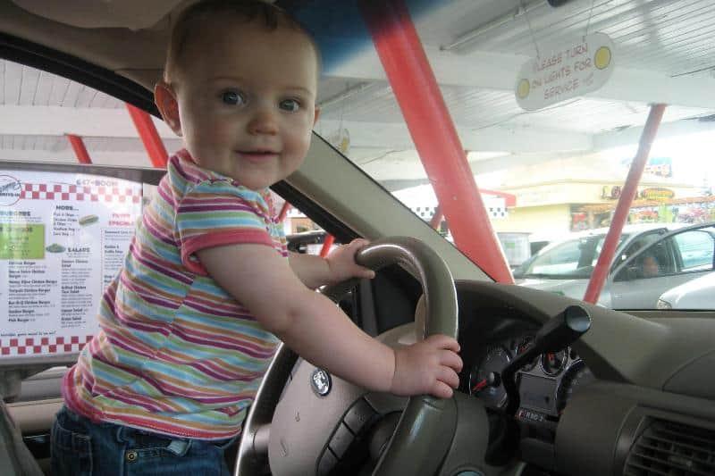 Младенец за рулем