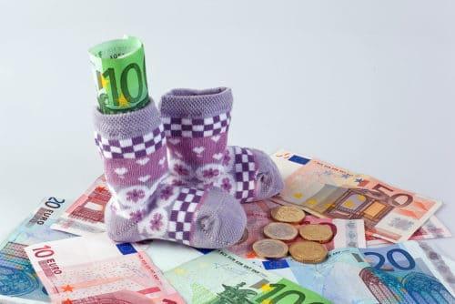Деньги и детские носки
