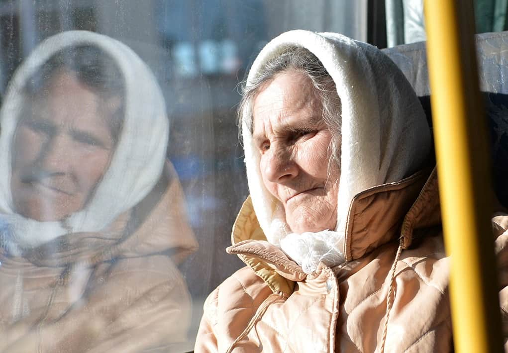 Бабушка в транспорте