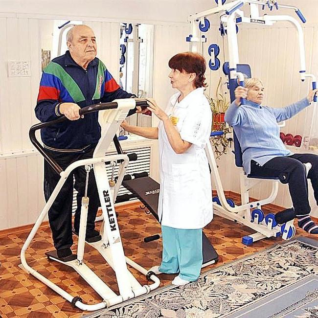 Пенсионеры в санатории