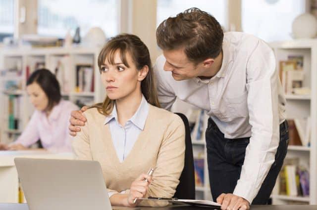 домогательство на работе