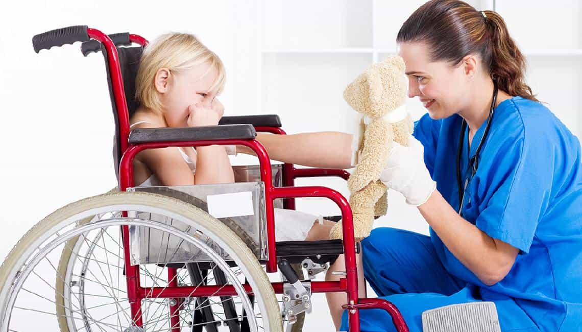 девочка инвалид и медсестра
