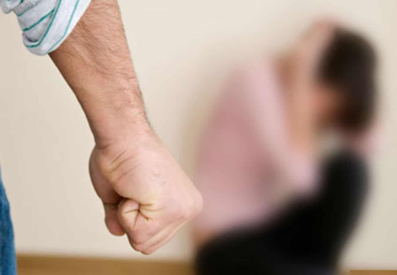 Виды наказаний предусмотрены за истязание: статья 117 УК РФ || Истязание и его отличие от побоев