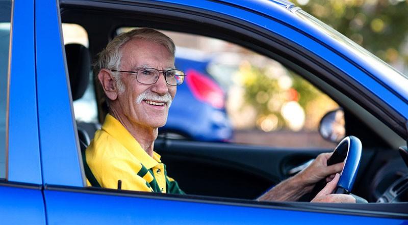 Почему могут не дать права пожилому водителю