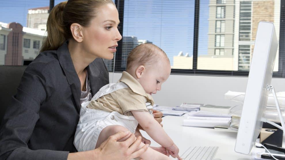Могут ли уволить женщину с малышом до 3 лет?