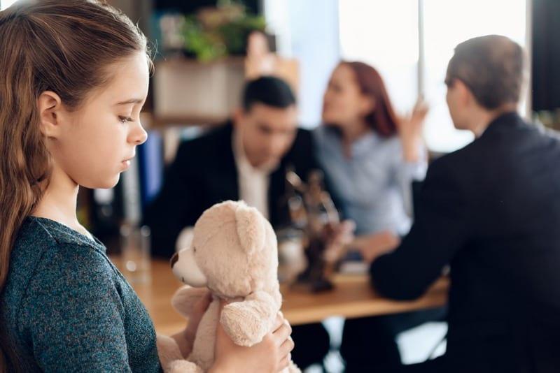Опекунство над несовершеннолетним при живых родителях