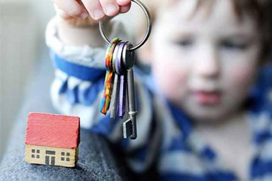 Как перепрописать малолетнего из одной квартиры в другую?