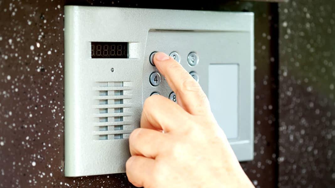 Имеют ли право отключить ключ от домофона за долги