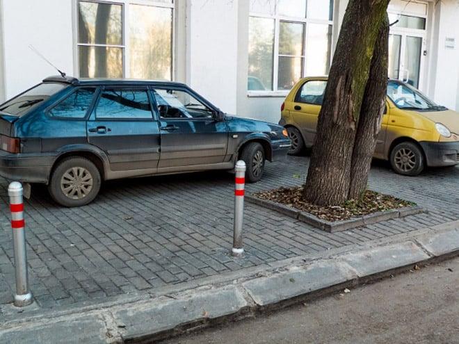 Куда звонить если машина стоит на тротуаре