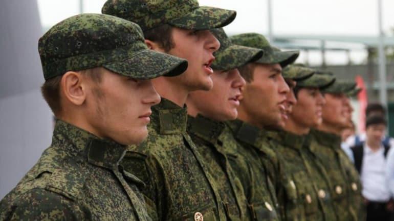 Сколько платят в армии России по призыву и контракту?
