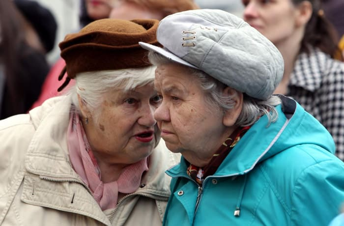 Сколько стажа нужно для пенсии женщине и как его подтвердить