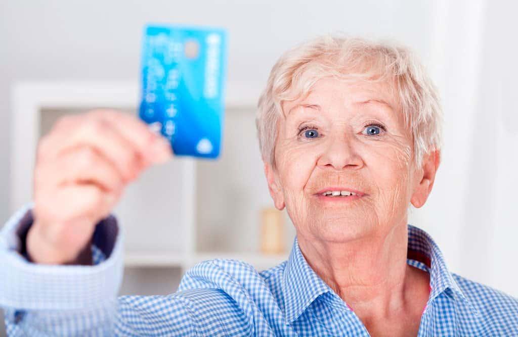 Преимущества и недостатки получения пенсии на карту