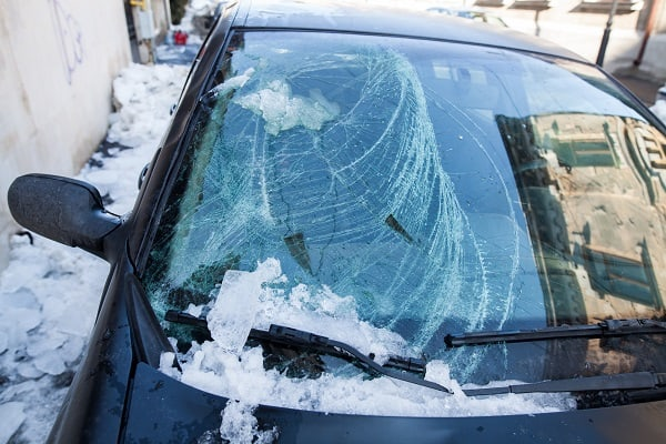 Сосулька повредила машину - что делать?